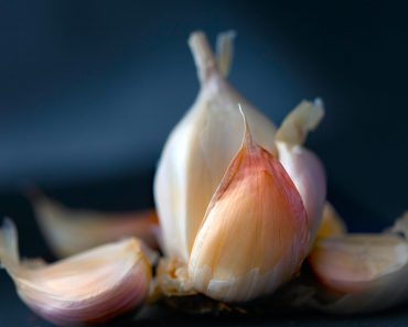 7 Best ways to store garlic for a long time