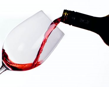 Start taking a glass of red wine to reap these amazing benefits